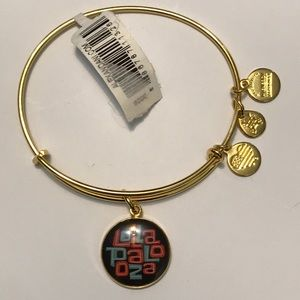 NWT Alex and Ani lollapalooza shiny gold bracelet